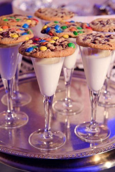 Aperitivo de leche con galletas para niños