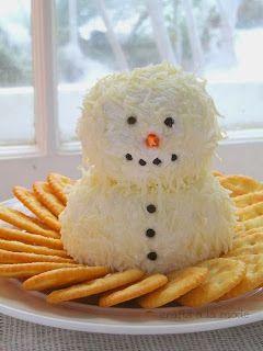 Aperitivo de queso en forma de muñeco de nieve
